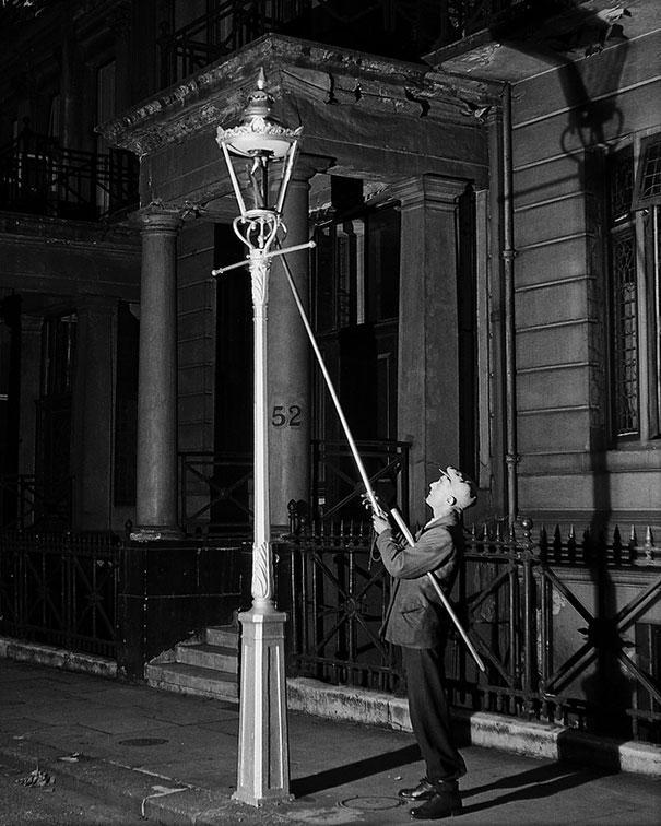 13 - 6 Lamplighter