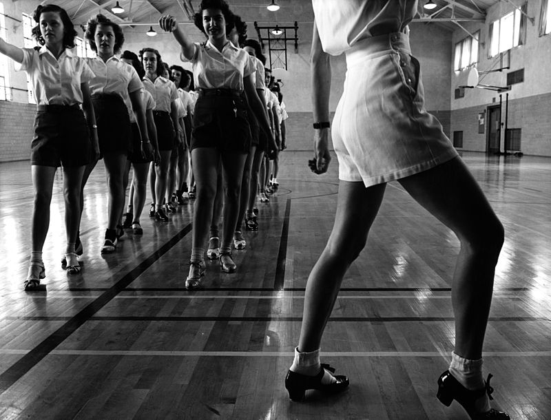 800px-Jack_Delano,_Tap_dancing_class_at_Iowa_State_College,_1942