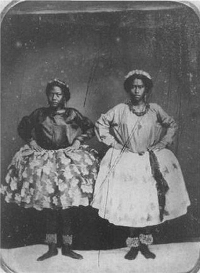 Hula_Dancers,_ca._1856,_ambrotype