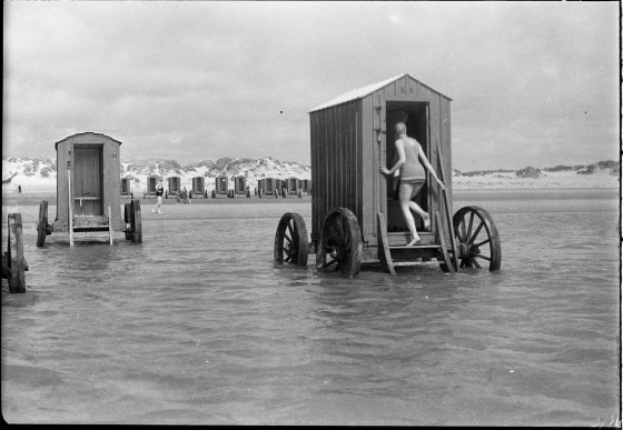 victorian-bathing-machines-van (15)