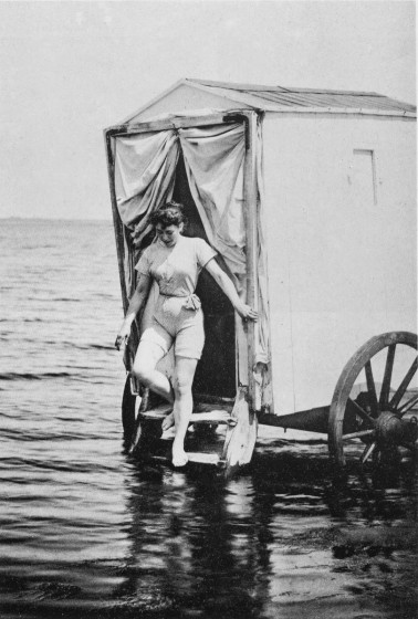 victorian-bathing-machines-van (2)