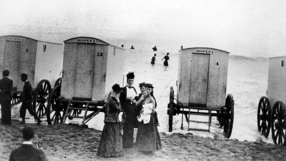 victorian-bathing-machines-van (22)