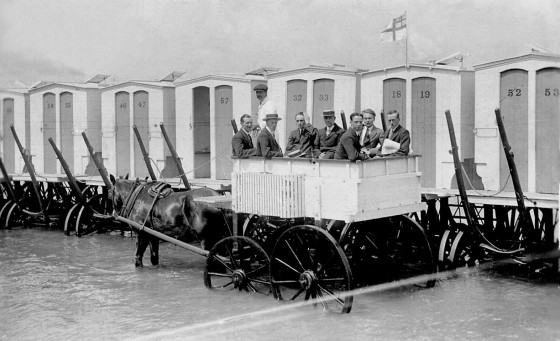 victorian-bathing-machines-van (25)