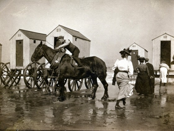 victorian-bathing-machines-van (37)