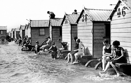 victorian-bathing-machines-van (9)