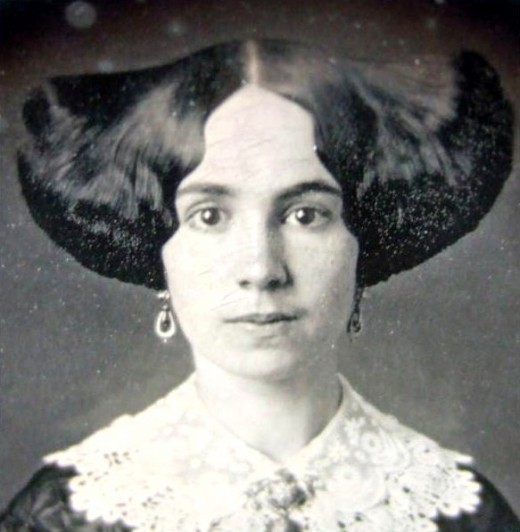 Victorian hairstyles 1850s wings
